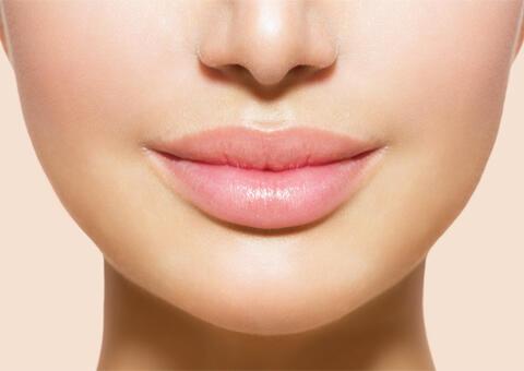アヒル口やM字リップを叶えるプチ整形!唇ヒアルロン酸注射の効果や持続期間、ダウンタイムは?