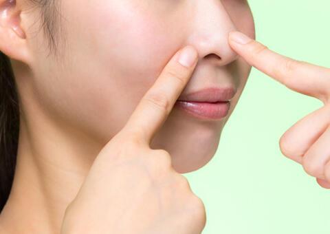 毛穴の開きや黒ずみの原因は?毛穴レスな肌を目指す治療法7選もご紹介