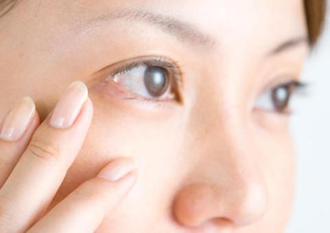 効果大! 目の下のたるみ、おすすめ治療法
