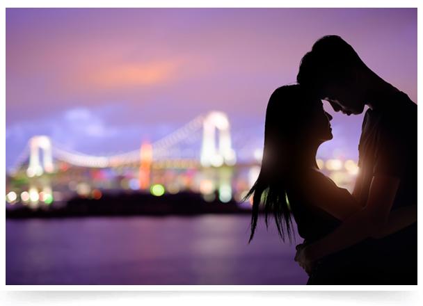 処女膜の形状は人によりさまざまですが、中には処女膜の穴が小さすぎることで男性器がうまく挿入できないケースや、処女膜が硬く挿入時に痛みを伴うケースがあります。そのような性交時のお悩みは『処女膜切開術』で解決できます。また、大切な初夜の営みに『処女膜再生術』も行っています。